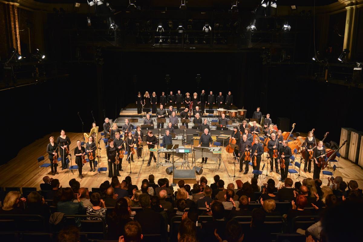 Master Editorial Design – Zum Semesterauftakt Besuchs eines Konzertes mit zeitgenössischer Musik von John Adams